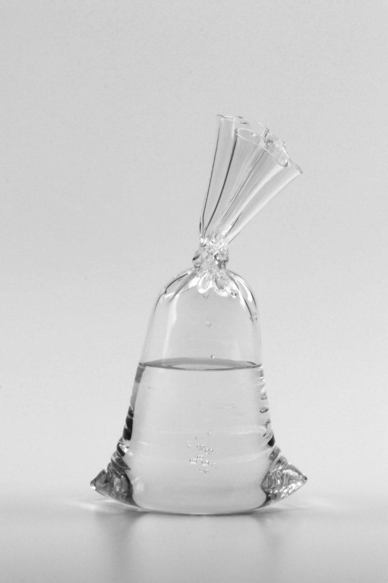 Dylan Martinez H2O/SiO2 A222 2021 24.5x14x10cm   Glass sculpture